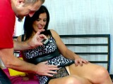 Vidéo porno mobile : The legs of this milf are so welcoming!